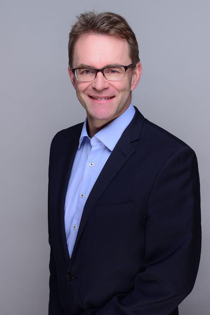Dr. Andreas Schott